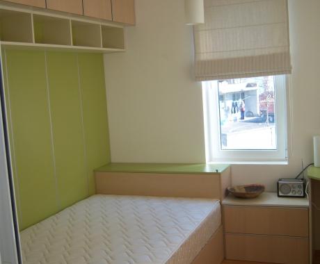 Спалня с дрешник в зелено