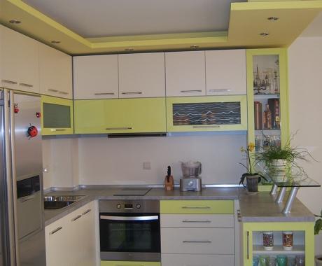Кухня в лимонено зелено