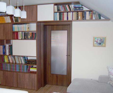 Дневна с библиотека