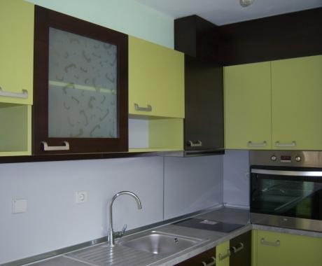 Кухня във венге и зелено