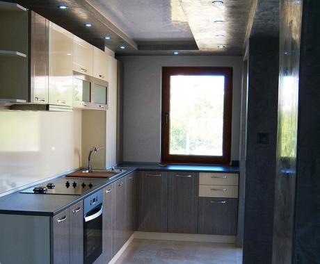 Кухня в графитено сиво