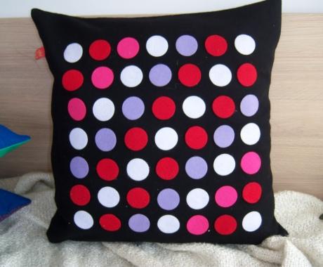 Филцови възглавници – цветни точки