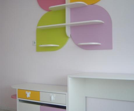 Детска стая с цветя