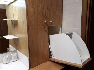 Шкаф за мръсни дрехи